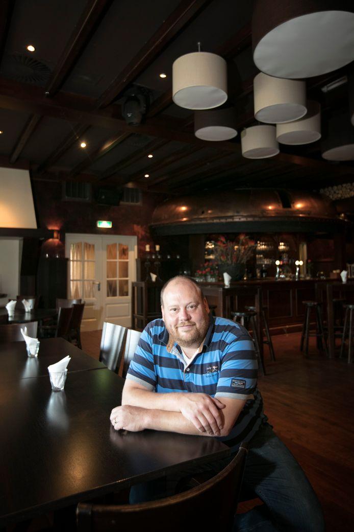 Mike Michels, eigenaar van eetcafé De Michel sluit zondag definitief de deuren van zijn Haarense horecaonderneming en maakt er twee woonhuizen van.