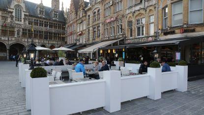 """Cafébazen mogen dit weekend al tafels en stoelen buiten plaatsen in Ieper: """"Hopelijk schijnt de zon nu volop"""""""