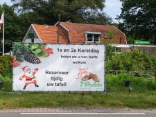Bistro 't Peuleke in Rossum zet de kerstboom al op en spandoek Frans Houben krijgt tweede leven in Amsterdam