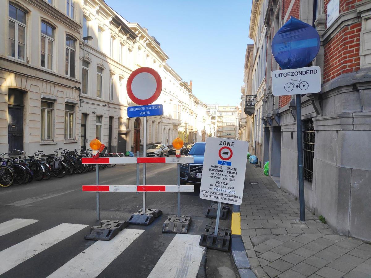 In de omgeving van de Savaanstraat en de Bagattenstraat staan overal borden om de tonnagebeperking aan te duiden.