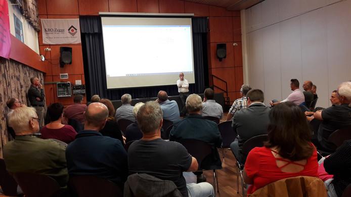 Zo'n 40 Zeggenaren kwamen dinsdagavond naar de openbare Dorpsraadvergadering in de Nieuwenbergh om mee te praten over de maatregelen tegen het sluipverkeer.