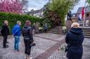 De dodenherdenking bij de Barmhartige Samaritaan in Gennep was net zo sober als vorig jaar. Er werd een gedicht voorgedragen door stadsdichter Piet Tunnesen.