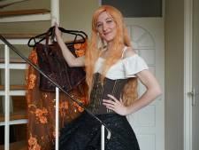 Eva (25) loopt verkleed als elf door de straten: 'Kinderen willen graag met me op de foto'