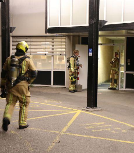 Sterke brandlucht in Bronovo, brandweerlieden zoeken naar oorzaak