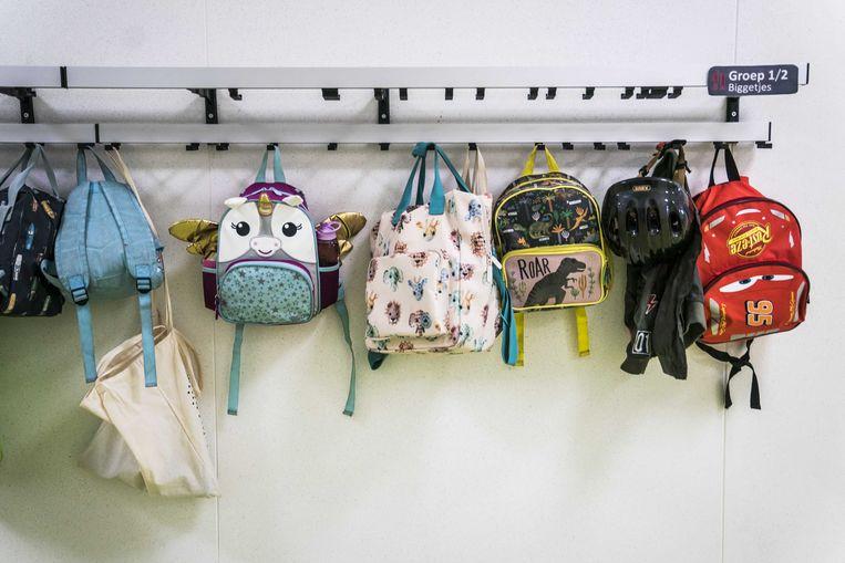 Rugzakken in basisschool IKC Groenewei op de eerste dag van het nieuwe schooljaar.  Beeld ANP