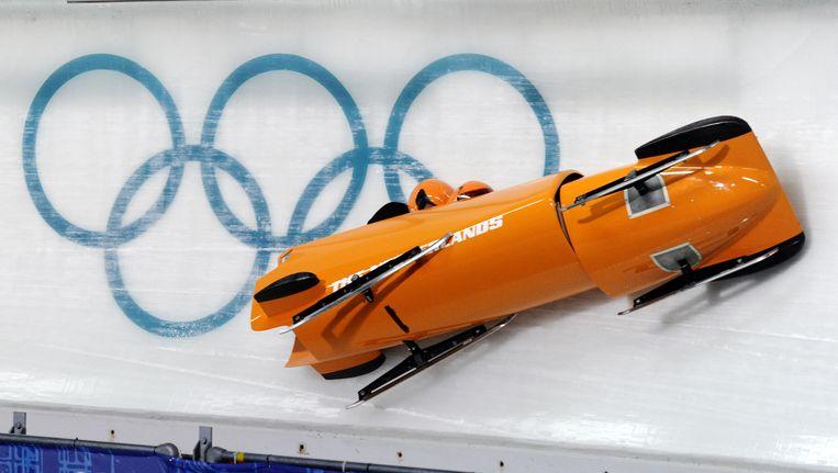 De Nederlandse tweemansbob crasht tijdens een training op de olympische baan in 2010. Beeld ANP