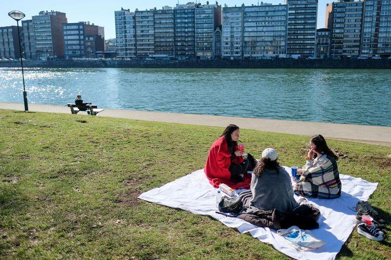 Jongeren in Luik, afgelopen maart. Beeld EPA