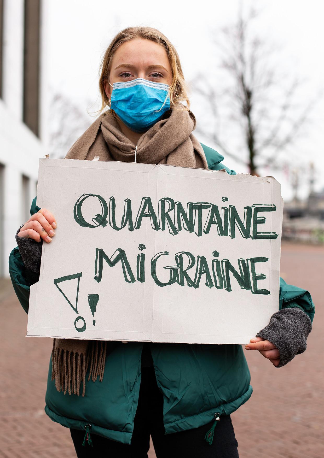 Demonstratie tegen online onderwijs, voor de Stopera. Beeld Susanne Stange