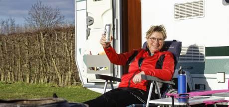 Vorige week stonden de eerste tentjes al op de camping in Schijndel: 'Hier heb je even geen corona aan je hoofd'