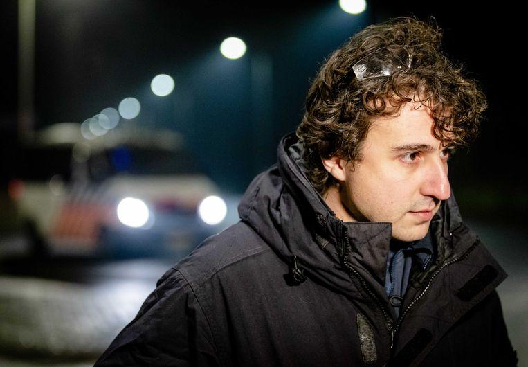 Fractieleider Jesse Klaver (GroenLinks) neemt een kijkje in de wijk Duindorp op Oudejaarsavond. Beeld Sem van der Wal / ANP