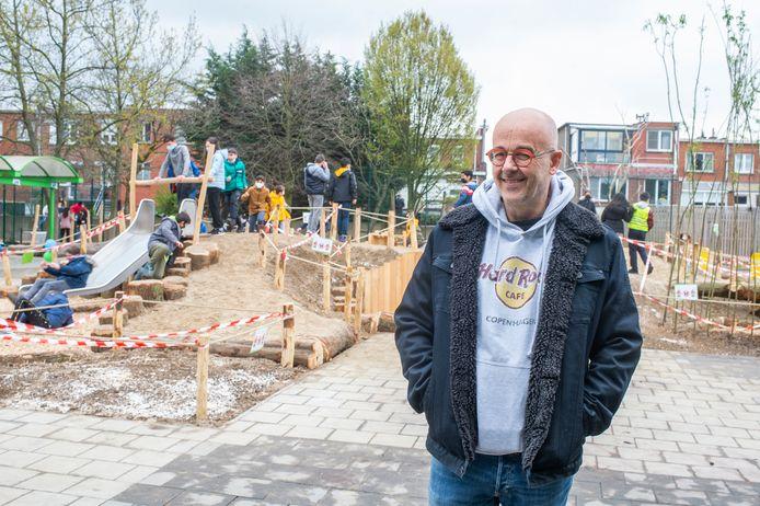 De nieuwe speelplaats van Het Laerhof in Merksem: directeur  Rudi Mennens.