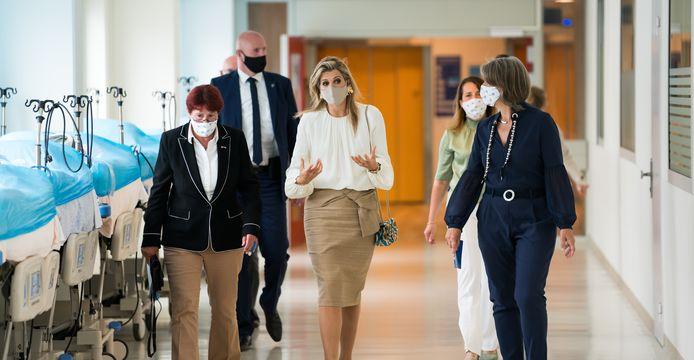 De koningin sprak onder andere met de voorzitter van de Raad van Bestuur van het ziekenhuis en de voorzitter van de Raad van Bestuur Nederlandse Zorgautoriteit.