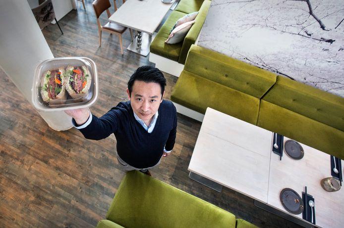 Han Ji  is er heilig van overtuigd dat hij in Den Haag gaat bezorgen met drones.