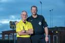 Scheidsrechters Henk Sukkel (links) en Michael Vink (rechts). Sukkel: 'Ik fluit nu al meer dan vijftig jaar met heel veel plezier. Dat is ook de reden waarom ik het nog steeds doe.'