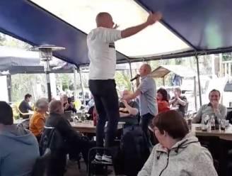 Cafébaas en charmezanger lappen coronamaatregelen aan hun laars: politie gaat pv opmaken voor muziekoptreden