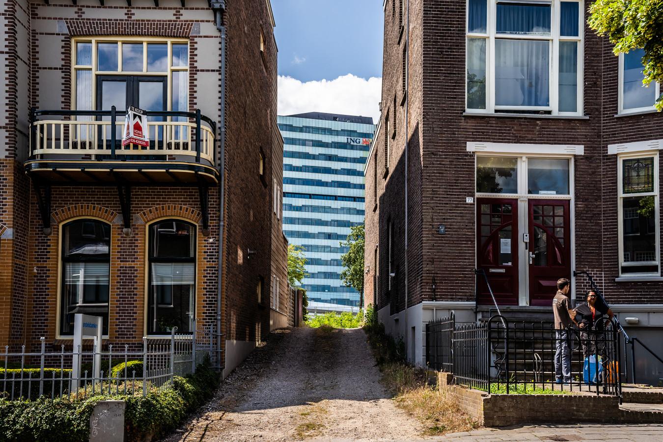 Het kantoor, zoals hier bij Arnhem Centraal, zal nooit met het kantoor van voor de corona-crisis worden, verwachten grote bedrijven en organisaties. Thuiswerken zal definitief voet aan de grond krijgen, is de verwachting.