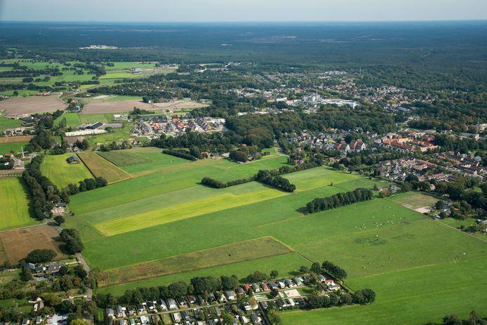 't Hul Noord in Nunspeet is een planningsgebied voor een nieuwe woonwijk met 450 tot 500 woningen. Rechts de bestaande woonwijk 't Hul en midden boven de nieuwe wijk Molenbeek.