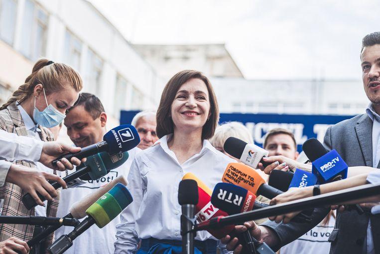 De Moldavische president Maia Sandu zondag 11 juli, na de verkiezingszege van haar partij Pas bij de parlementsverkiezingen.  Beeld Getty