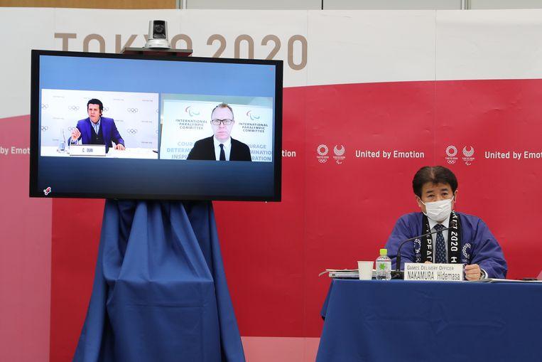 Overleg over het draaiboek waarmee de Olympische Spelen in Tokio veilig kunnen plaatsvinden.  Beeld AFP