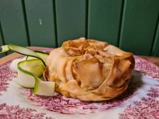 Zo maak je hartige taartjes met humus, courgette & hazelnoten