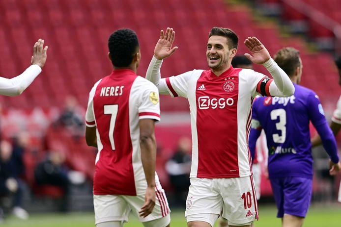 David Neres en Dusan Tadic wonnen met Ajax van FC Groningen.