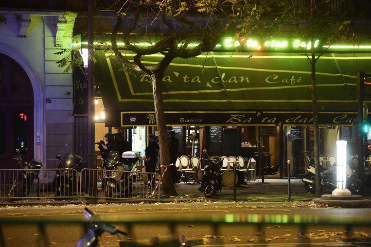 De Bataclan in het centrum van Parijs, kort na de aanslag van 13 november 2015. Beeld EPA