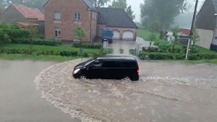 Verschillende straten in Lede en Erpe-Mere even onder water door hevige regen