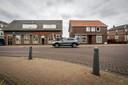 In het voormalige café en Drankenhandel aan de Hoofdstraat in Liessel worden binnenkort appartementen gebouwd.