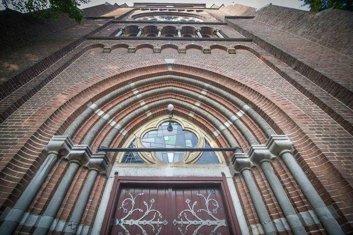 De voorkant van de kerk van Afferden.