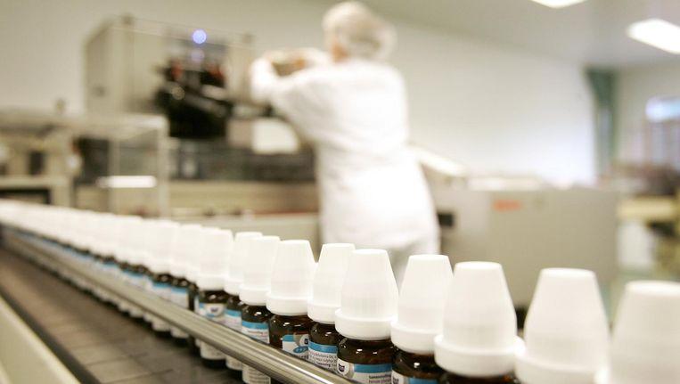 Productie van homeopathische geneesmiddelen bij VSM in Alkmaar. Beeld null