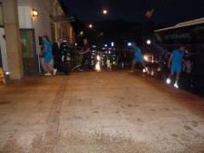 Oranjespelers arriveren pas diep in de nacht bij hotel