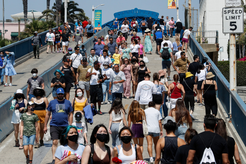 Het aloude Amerikaanse ideaal van 'the melting pot' op de Santa Monica Pier in Los Angeles.  Beeld EPA