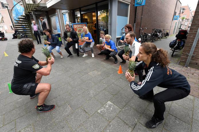 Buik, billen, bonus bootcamp met producten uit de Albert Heijn als aftrap van de AH sportweken.