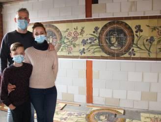 Tegels van oude porseleinwinkel in Gent krijgen opfrisbeurt in Maarkedals atelier
