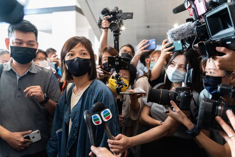 Adjunct-hoofdredacteur Chan Pui-man geeft in de rechtbank uitleg over de aanklachten tegen ceo Cheung Kim-hung en hoofdredacteur Ryan Law. Beeld Getty