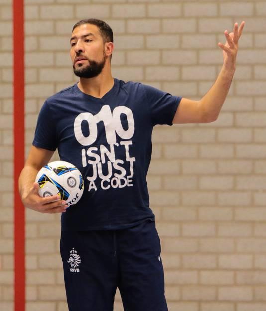 Samir Yaaqobi is sinds dit seizoen de hoofdcoach van Groene Ster Vlissingen. Hij volgde Hicham Benhammou op en stelt zich voor in de PZC van vrijdag.