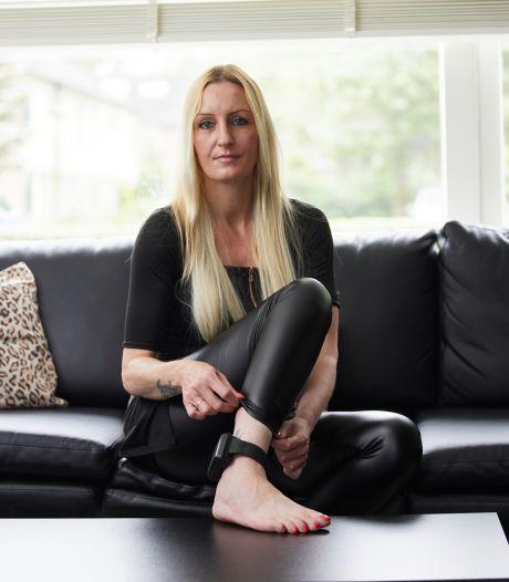 Alcoholband helpt Katja de drank te laten staan: 'Het is een stok achter de deur'
