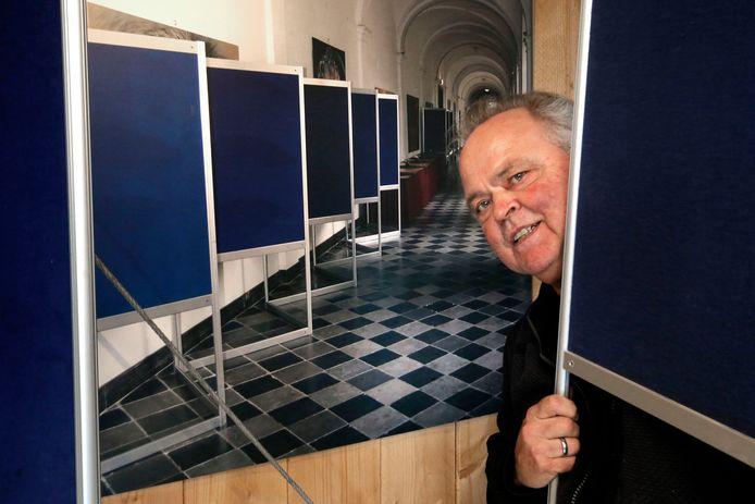Ronald Wagner van de Posterbordengigant in Werkendam, met op de achtergrond posterborden. Hij had graag de stembureaus ingericht en wil ook een foodtruck neerzetten, maar dat stuit op weerstand bij de gemeente Altena.