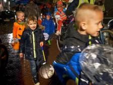 Aarlanderveen viert Sint-Maarten in de stromende regen