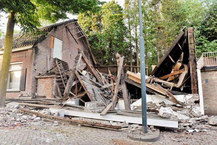 De ingestorte schuur in Oisterwijk.