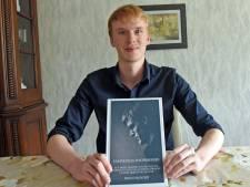Jonge schrijver uit Oostburg levert vijfde boek in twee jaar tijd: 'Ik heb altijd al veel nagedacht'