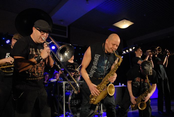 Heavy Hoempa, met frontman Robert van Asseldonk uit Uden.