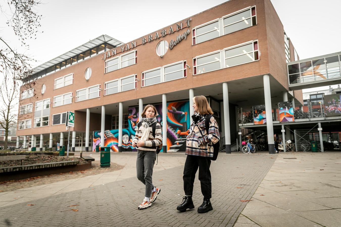 Het Jan van Brabant College in Helmond, aan de Molenstraat.