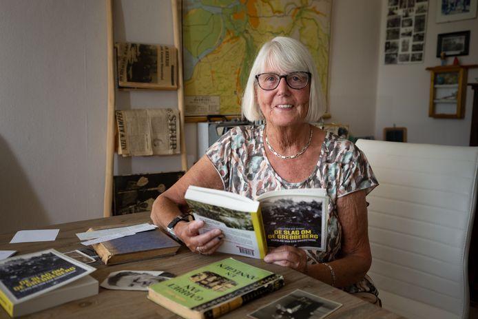 Erna van Heerde, de dochter van Hendrik, herleest het boek van haar vader waarvan ze het origineel eind jaren zestig in bezit kreeg.