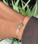 Satijnen armbandje met in het midden een kraaltje in de vorm van een klaver of een hartje: vijf leerlingen van Durendael scoren ermee