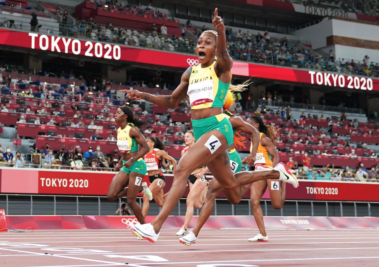 Elaine Thompson-Herah wint de 100 meter sprint.