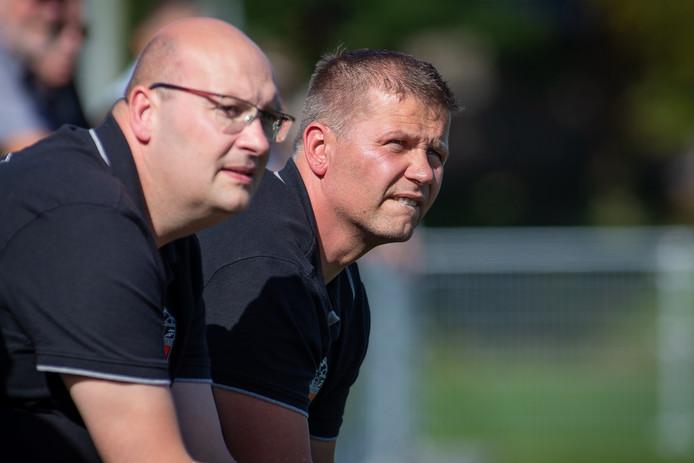 Ales Jurcik (achtergrond) als trainer van Vitesse'08.