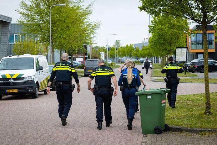 Gemeenten en politie voeren vaker controles op uit bedrijventerreinen, vaak in samenwerking met nog meer instanties. Hier een controle elders in Nederland.