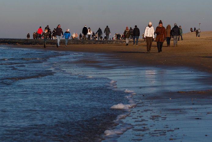 Promeneurs sur la plage de Knokke, le 13 février dernier.