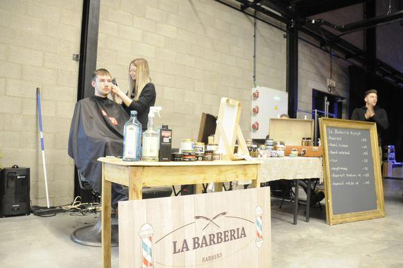 Je kon je haar of baard laten scheren bij de barbier.